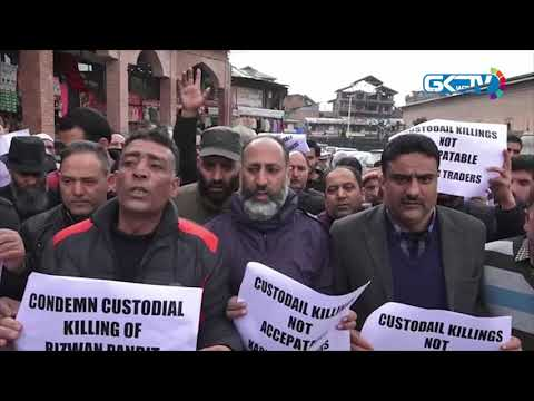 Traders hold protest in Nowhatta against custodial death of Awantipora teacher