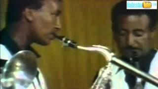 Ethiopian oldies  Music video  Tamrat Molla   Tameme Tegneche