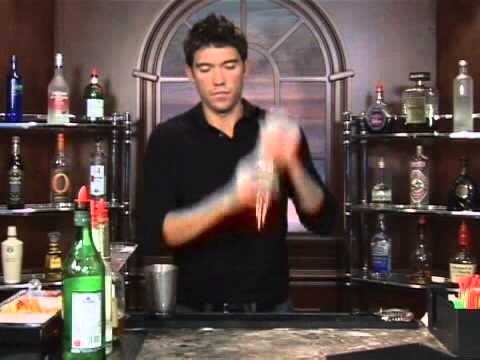 Video How to Make the Thanksgiving Special Mixed Drink