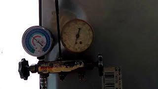 Refrigerador  enfria poco y no congela