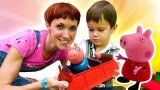 Свинка Пеппа едет в бассейн. Видео для детей с машинками.