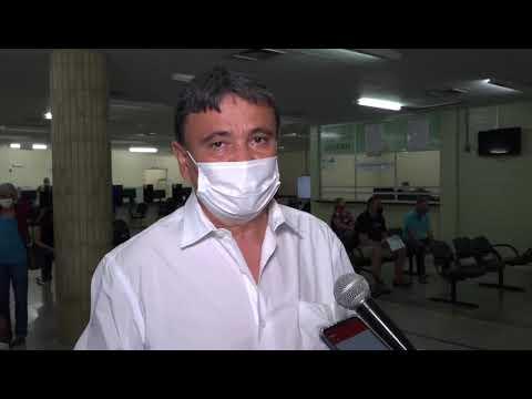 Governador Wellkington Dias toma a 1ª dose da vacina contra Covid-19