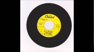 (Sammy Hagan & The Viscounts) - Smootchie Poochie - 1957  45-Capitol 3772 B.wmv