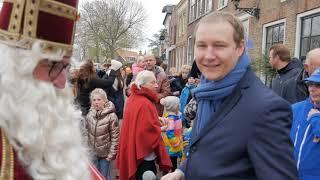 Sinterklaas rijdt naar Heenvliet en komt aan op de nieuwe Markt