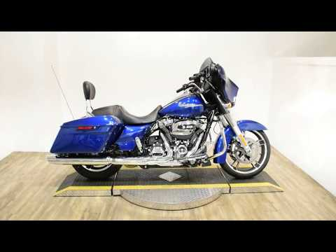 2017 Harley-Davidson Street Glide® in Wauconda, Illinois