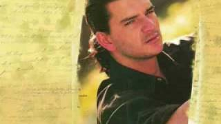 Aun Te Amo - Ricardo Arjona  (Video)