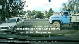 В Николаеве маршрутка с пассажирами выехала на красный на «смертельном перекрестке»
