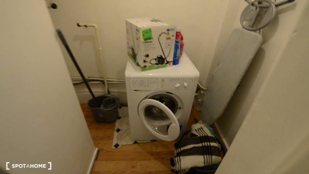 Couple-friendly rooms to rent in a 4-bedroom flat in Stepney Green