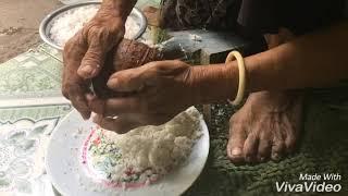preview picture of video 'Bánh Khọt Miền Tây, Phần 1: bột và nguyên liệu'