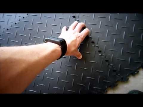 Garagenboden schnell, einfach und haltbar sanieren - sind PVC-Fliesen die Lösung?