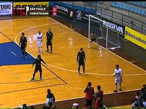 Caneta do Rafinha na liga futsal
