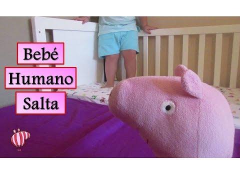 Peppa Pig y Bebé Humano saltan en la cama | Vídeos de Peppa Pig en español
