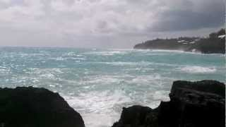 preview picture of video 'Hurricane Leslie approaches The Reefs, Bermuda'