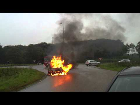 Autobrand Oeffelt - 27 september 2010 - aankomst brandweer