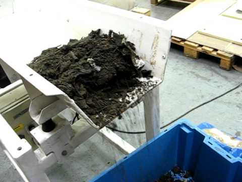 Damp Gulley Waste Handled by Vibrating Feeder