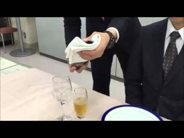 ボトルサービス Waiter is required skills (how to pour champagne wine)