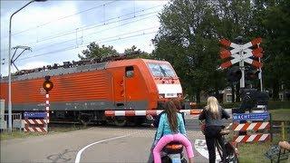 Spoorwegovergang Venlo // Dutch railroad crossing