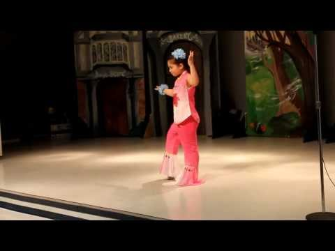 Jasmin Flower Traditional Chinese Dance by 7yo Girl - YouTube ▶3:18