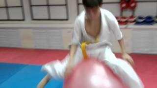 Акробатика Тайкан на фитболе.