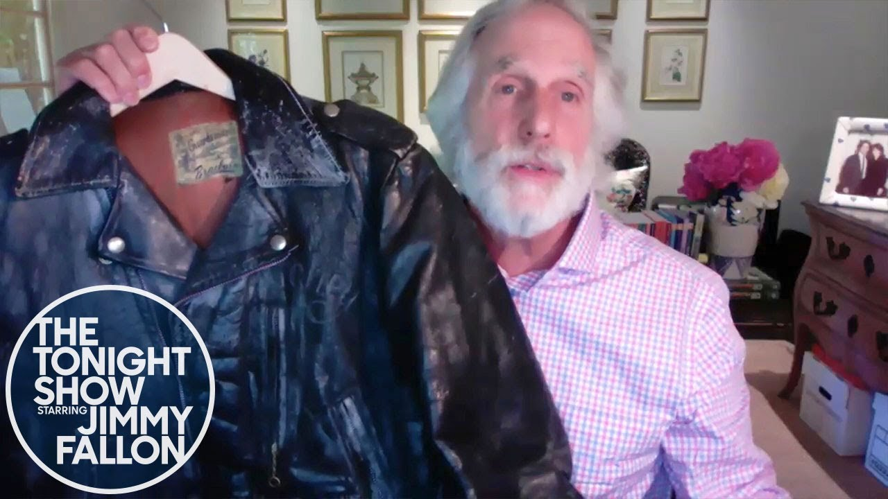 Henry Winkler Shows Off His Official Happy Days Fonzie Jacket thumbnail