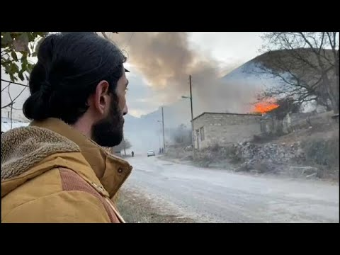 Το euronews στο Ναγκόρνο Καραμπάχ: Οι Αρμένιοι καίνε τα σπίτια τους…