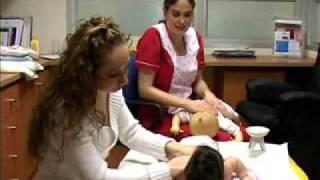 Masaje en la Espalda a un Recién Nacido Facemama.com