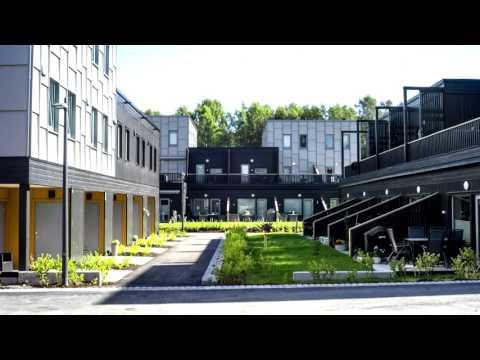 Vi har besøkt Selvaag Bolig på deres prosjekt Lørenskog Stasjonsby, hvor det brukes mange prefabrikkerte byggmoduler. I denne filmen forteller daglig leder Ole Petter Haugen i Selvaag Bolig Modulbygg om hvordan de bygger moderne boliger ved bruk av prefabrikkerte byggmoduler, og hvorfor Selvaag Bolig stiller krav til at byggmodulene skal ha SINTEF Teknisk Godkjenning.