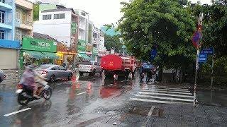 Xe buýt số 8 không nhường đường mặc xe cứu hỏa bấm còi inh ỏi - Firetruck was blocked by bus