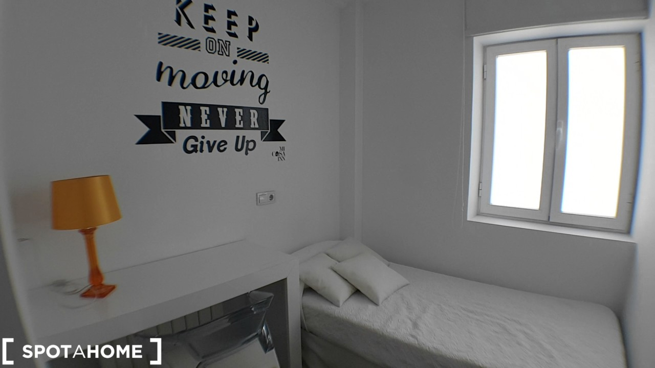 Good room with standalone wardrobe in shared apartment, Malasaña