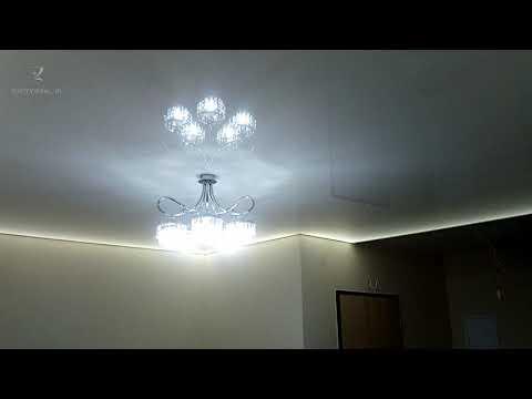 Sufit z LED w salonie