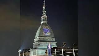 Grazie Cuba, se ilumina cielo de Turín, Italia