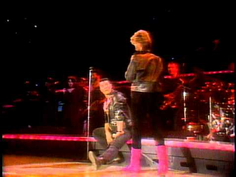 Olivia Newton-John - You're the One That I Want (Live 1982)