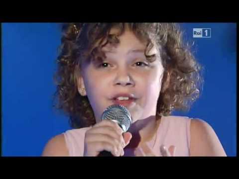 Video: Sin Duda Esta Pequeña Canta Con El Corazón