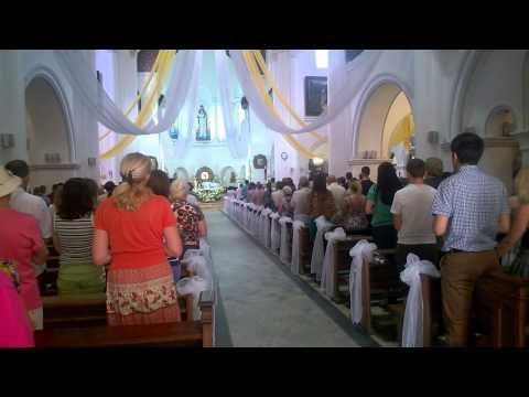 Плачущий ангел в церкви
