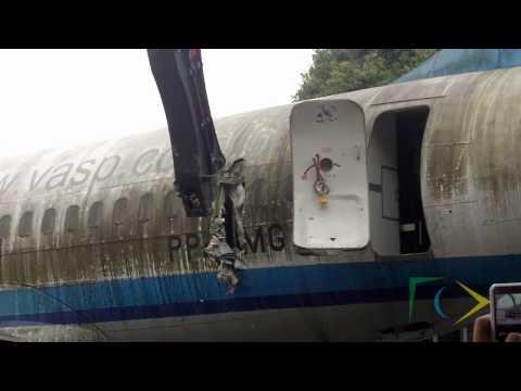 Aviões da Vasp começam a ser desmontados em Congonhas (SP)