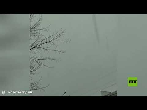 العرب اليوم - شاهد: عاصفة رعدية يرافقها تساقط الثلوج