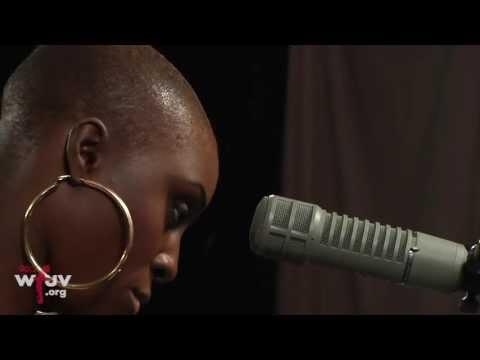 """Laura Mvula - """"She"""" (Live at WFUV)"""