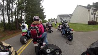 Смотреть онлайн Пассажирка на мотоцикле залетела под колесо