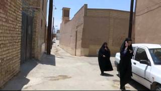 Fahrt durch die Gassen bei der Moschee Amir Chakhmâgh, Yazd (Iran), 29.07.2015