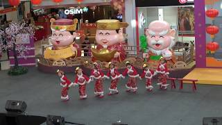Cute kids Chinese dance - Granny Watching Opera - 姥姥门前看大戏 - Colours of Dance Academy
