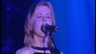 Dolores O´Riordan - Carry on