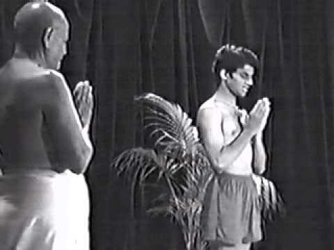 Pattabhi Jois és Sharath – Nyitómantra