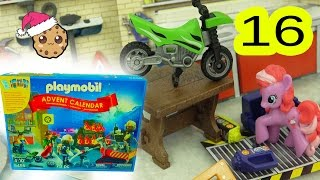 Garage Play  - Playmobil Holiday Christmas Advent Calendar - Toy Surprise Blind Bags  Day 16