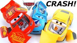 CARS 3 LIGHTNING MCQUEEN CRASH CRUZ VS CAL WEATHERS CRAZY RACE CRASHERS RECK AND RACE R/C TOYS