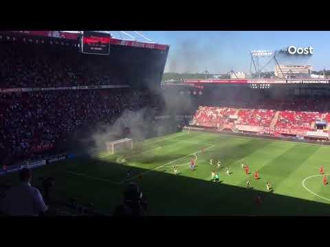 Laatste eredivisiewedstrijd FC Twente tijdelijk stilgelegd vanwege rookbom