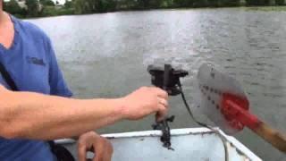 Леле Този си е направил Сам Моторна Лодка - Вижте я!