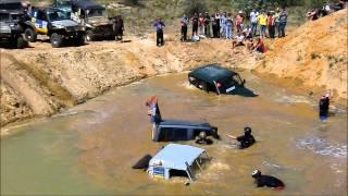 Смотреть онлайн Захватывающие гонки по песчаным карьерам