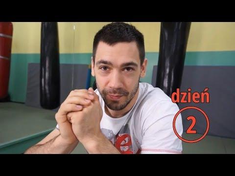 Ćwiczenia na mięśnie piersiowe w siłowni dla dziewczynek