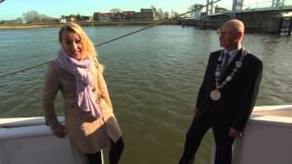 Die besten 100 Videos Interview fällt ins Wasser - Oeps interview blooper hahaha