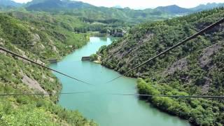 Video : China : Descending by zip line at SiMaTai Great Wall 司马台长城